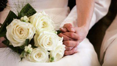 Famílias devem acompanhar jovens no caminho do amor, diz Papa