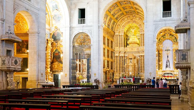 catedral-de-salvador-interior-Thomas-De-Wever-by-Getty-Images.jpg