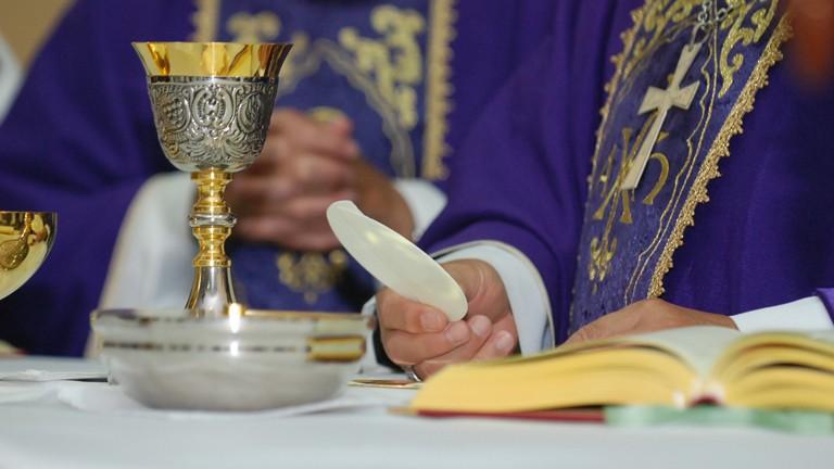eucaristia Paula Dzaro Eucaristia é a certeza de que Cristo está sempre entre nós, diz padre
