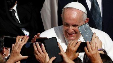 A graça divina transforma a vida, diz Papa na catequese