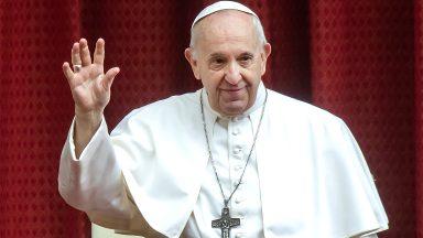 A oração de Jesus por todos nós não cessa, afirma Papa