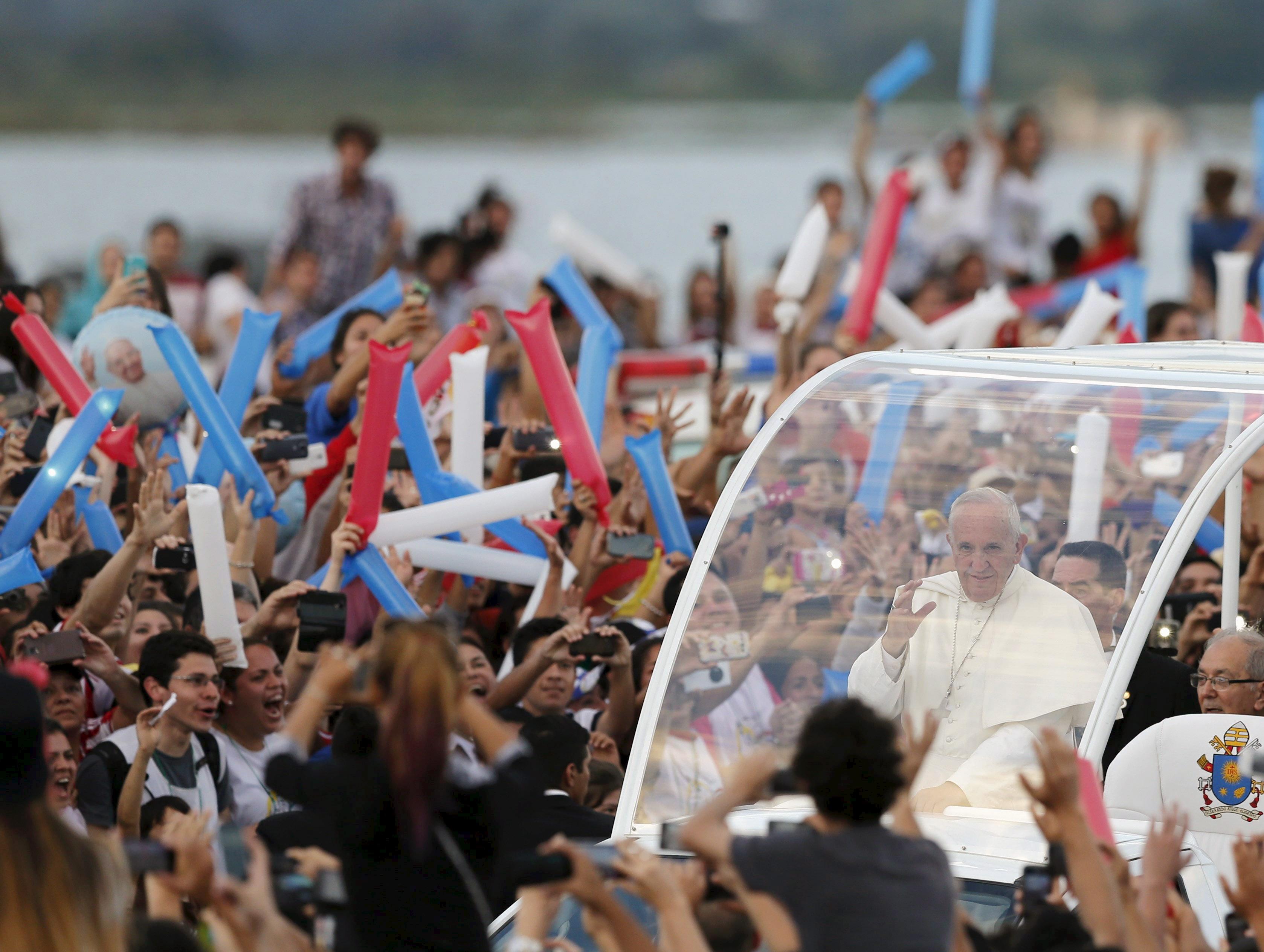 2015 07 12T120000Z 518661851 GF10000157372 RTRMADP 3 POPE LATAM PARAGUAY Bispos do Paraguai recordam os seis anos da visita do Papa