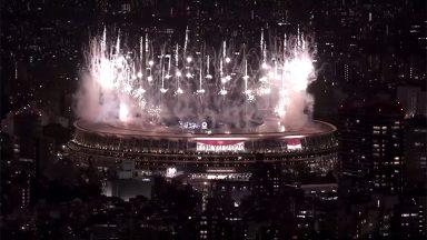 Cerimônia de abertura reúne público reduzido e show com drones