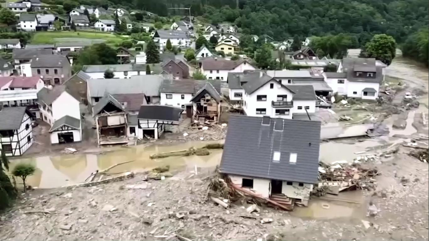 Chuvas Alemanha Reuters 02 Pelo menos 160 são mortos em chuvas na Alemanha, buscas seguem