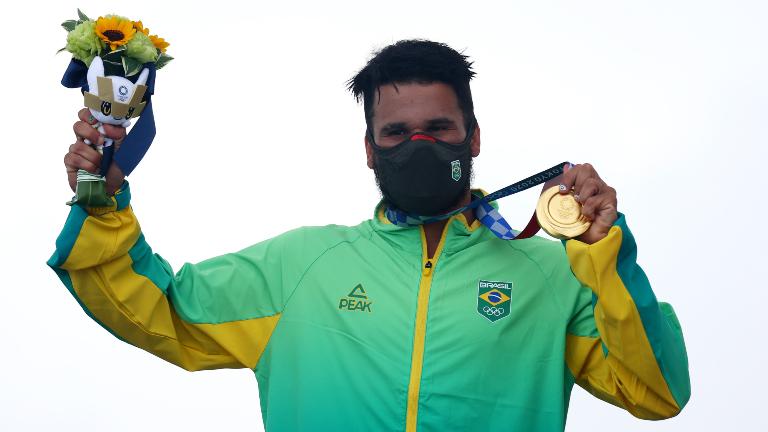 italo-ferreira-ouro-jogos-olimpicos-toquio-brasil_REUTERS_Lisi-Niesner.jpg