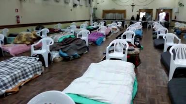Igrejas tentam amenizar o frio de moradores em situação de rua