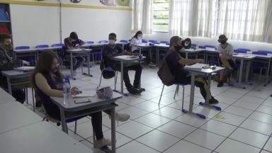 Alunos não conseguem estudar a distância e evasão escolar aumenta
