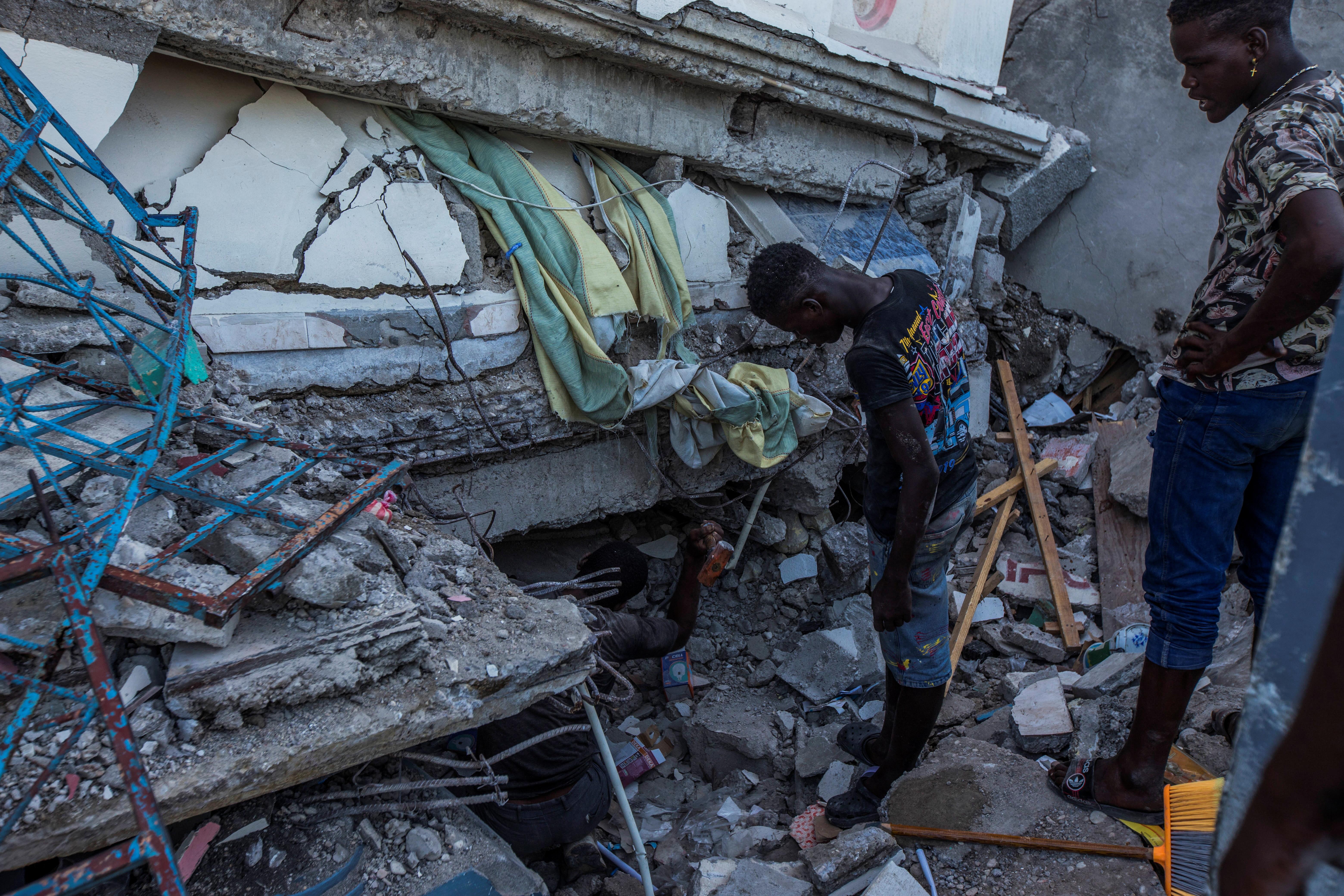 2021 08 15T041838Z 1422767618 RC2G5P9TEZQB RTRMADP 3 HAITI QUAKE Fundação AIS em Portugal lança campanha de ajuda ao Haiti