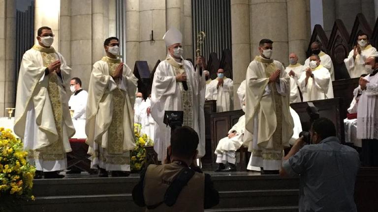 padres paulinos ordenação Fernando Geronazzo Diáconos Paulinos são ordenados padres na Catedral da Sé