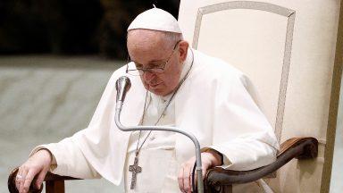 Papa expressa sua dor pelo assassinato de sacerdote francês
