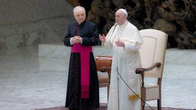 Viver sem medo de ser verdadeiro; o hipócrita não sabe amar, diz Papa
