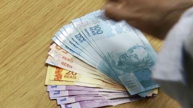 Bolsonaro assina decreto e aumenta alíquota do IOF até dezembro