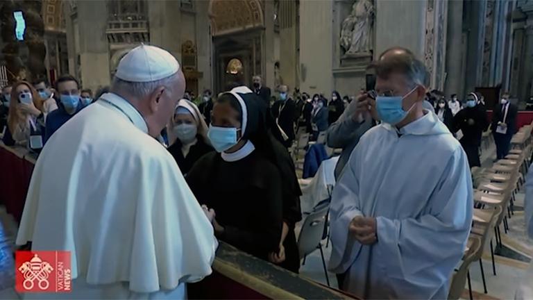 Irma Gloria Cecilia Narvaez Argori Papa saúda Gloria Cecilia Narvaez Argori, freira libertada no Mali