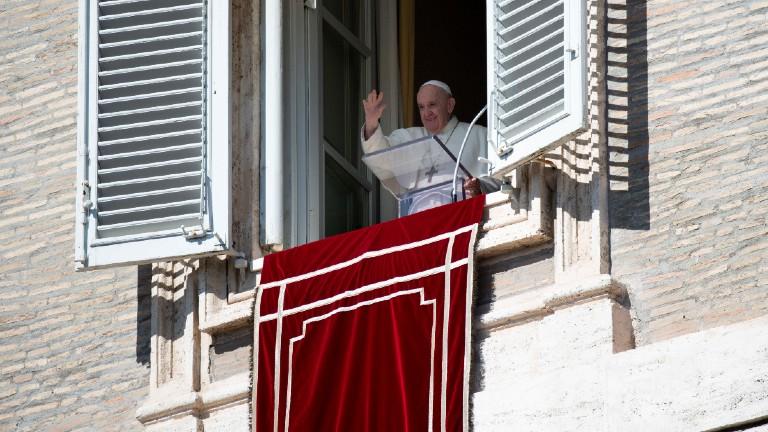 papa-francisco-angelus-18-10_Vatican-Media__Handout-via-REUTERS.jpg