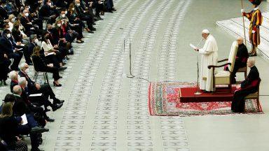 Para salvar o planeta são necessárias leis urgentes e justas, diz Papa