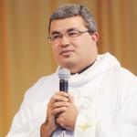 Padre Roger_Santa Missa
