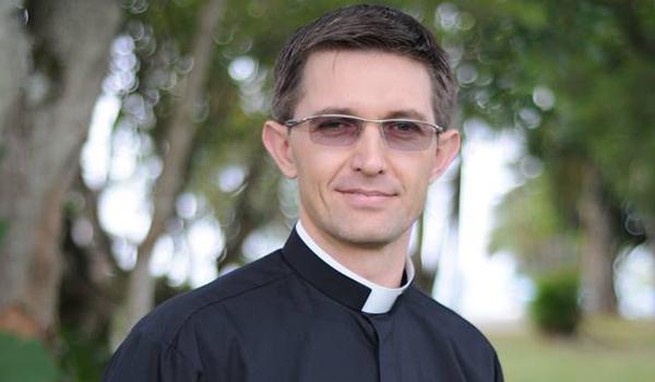 Sou muito feliz e realizado como padre