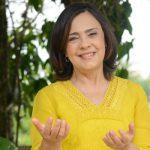 Luzia Santiago reza pela família Canção Nova