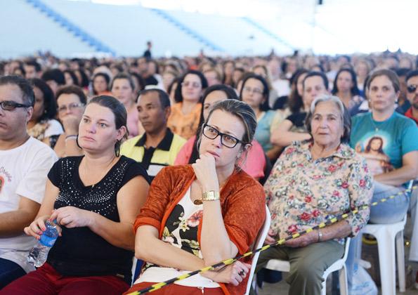 Peregrinos participam da Santa Missa. Fotos: Wesley Almeida/ Cançãonova