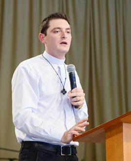 Padre Elinton Costa
