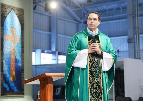 """""""Nós temos que transformar o que somos em dom para o outro"""", disse padre Adriano Zandoná. Fotos: Wesley Almeida/CançãoNova"""