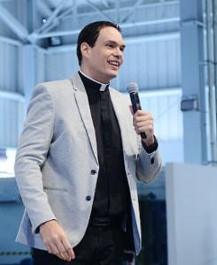 Padre Adriano Zandoná / crédito da foto: Wesley Almeida