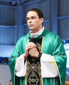 Padre Adriano Zandoná prega na Canção Nova. Fotos: Wesley Almeida/ CançãoNova.