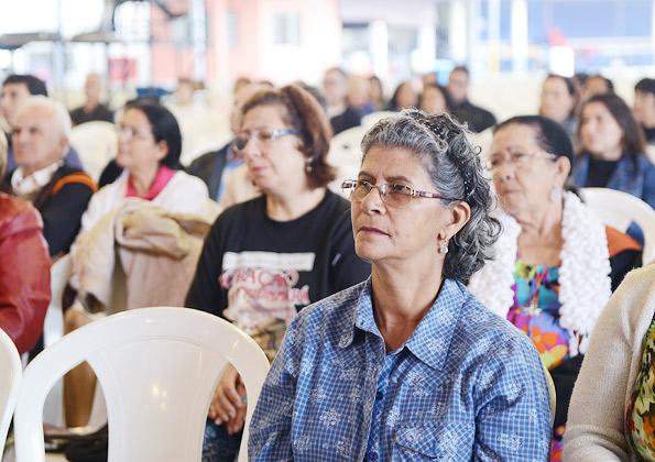 Fiéis participam da quinta-feira de adoração. Fotos: Wesley Almeida/Canção