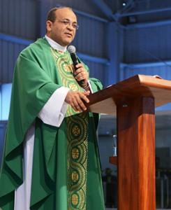 Padre Edmilson Lopes / crédito da foto: Daniel Mafra
