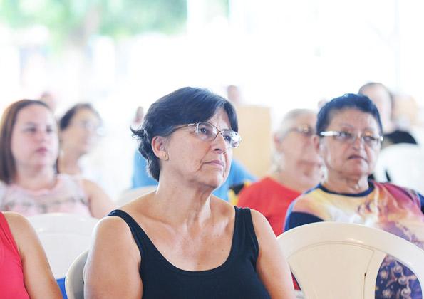 Peregrinos participam da Quinta-feira de Adoração, na Canção Nova. Foto: Wesley Almeida/ cancaonova.com