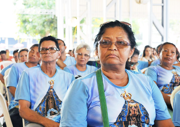 Peregrinos participam da Santa Missa na Canção Nova. Foto: Wesley Almeida/cancaonova.com