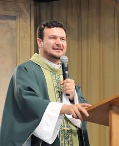 Padre Hamilton Nascimento. Foto: Wesley Almeida/cancaonova.com