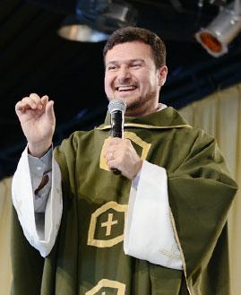 Padre Hamilton Nascimento. Foto: Wesley Almeida/ cancaonova.com