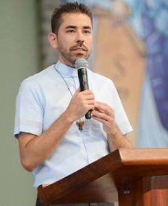 Pregação com Padre Fabricio -269x329