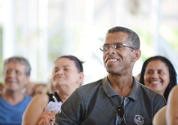 Peregrinos participam da quinta-feira de Adoração. Foto: Wesley Almeida/cancaonova.com