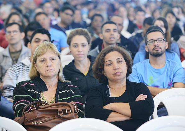 """""""Fomos criados para adorar permanentemente a Deus!"""", ensina Rogério Santos. Foto: Daniel Mafra/cancaonova.com"""