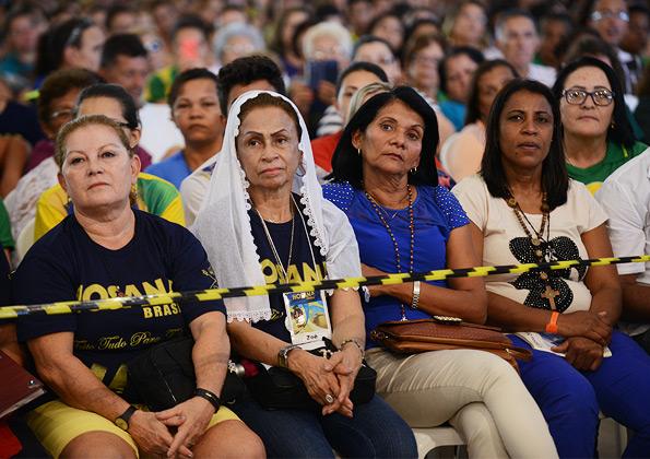 Peregrinos participando da Santa Missa presidida por monsenhor Jonas - foto: Daniel Mafra