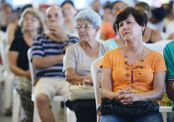 Peregrinos participam da Santa Missa na Canção Nova - Foto: Daniel Mafra
