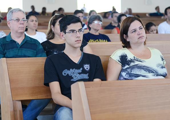 Fiés participam da Santa Missa presidida no Santuário do Pai das Misricórdias - Foto: Daniel Mafra/cancaonova