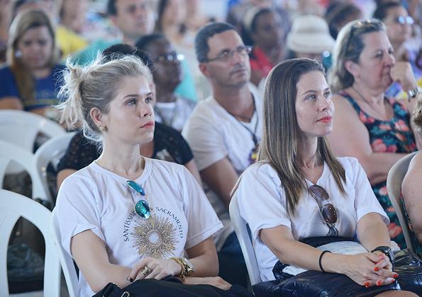 Fiéis participam da pregação com padre Roger Luis - Daniel Mafra/cancaonova.com
