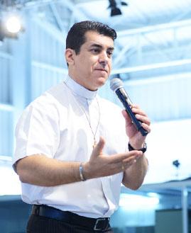 Padre Christyan Shankar. Foto: Wesley Almeida/cancaonova.com