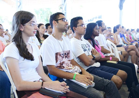 Peregrinos participam do Acampamento Revolução Jesus na Canção Nova. Fotos: Daniel Mafra/ cancaonova.com