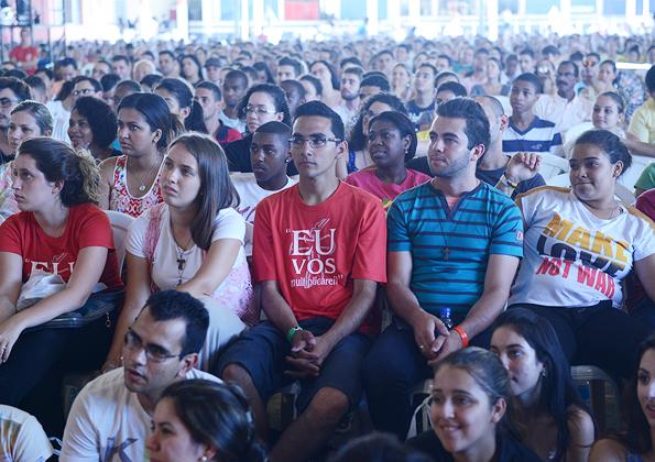 Jovens participam da pregação de Jason Evert - Foto: Daniel Mafra/ cancaonova