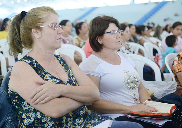 Peregrinos participam da pregação do padre Marlon durante o Acampamento de Cura e Libertação.  Foto: Daniel Mafra/cancaonova.com