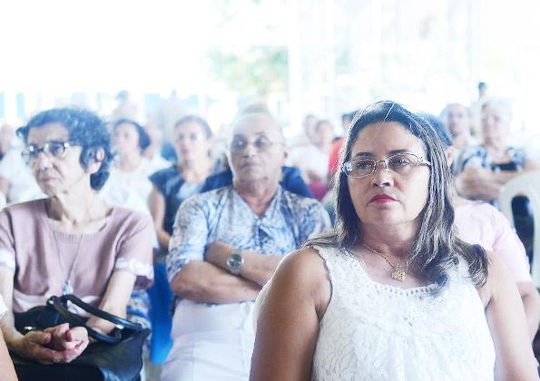 Peregrinos participam da Quinta-feira de adoração na Canção Nova. Foto: Wesley Almeida/ cancaonova.com