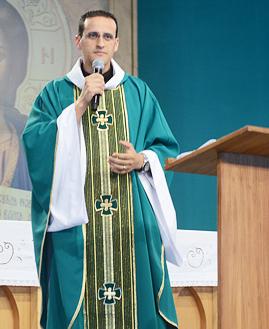 Padre Anderson Marçal - Foto: Daniel Mafra/cancaonova.com