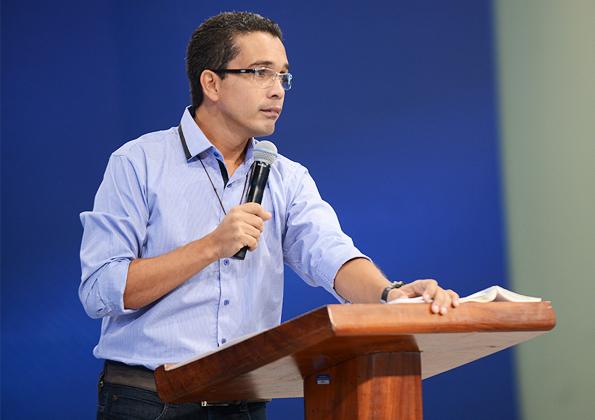 Pregação com Alexandre Oliveira - 595x420