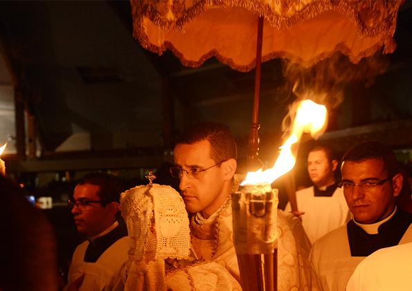 Desnudação do altar ao da Santa Missa de Lava-Pés - Foto: Daniel Mafra/cancaonova.com