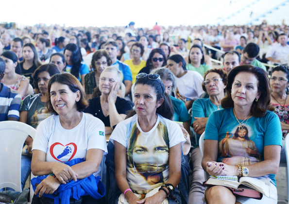 Peregrinos participam da pregação do Frei Josué. Foto: Wesley Almedia/cancaonova.com