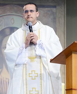 Padre Anderson Marçal - Foto: Daniel Mafra